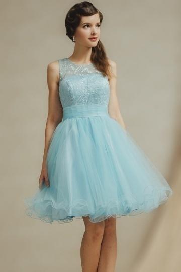 mini-robe-pour-mariage-bleu-pastel-col-ronde-haut-applique