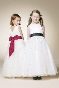 robe-de-ceremonie-fille-blanche-ornee-d-un-noeud-papillon