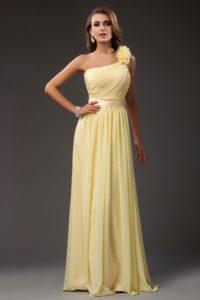 robe-de-ceremonie-longue-pour-mariage-jaune-asymetrique-orne-de-fleurs