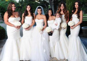 mariage-kim-kardashian-et-ses-seurs-dans-robes-de-demoiselle-dhonneur-blanches