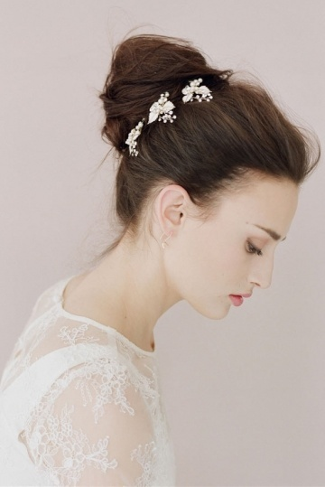 3-pics-coiffure-mariage-avec-feuilles-email-strass-perles