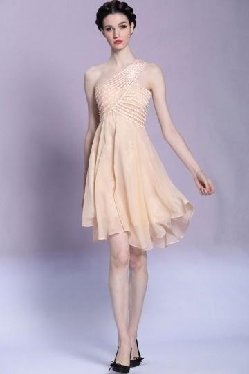 robe-courte-a-taille-empire-ornee-de-bijoux-en-mousseline