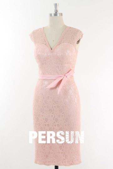 robe-rose-poudre-courte-moulante-en-dentelle-dos-decoupe