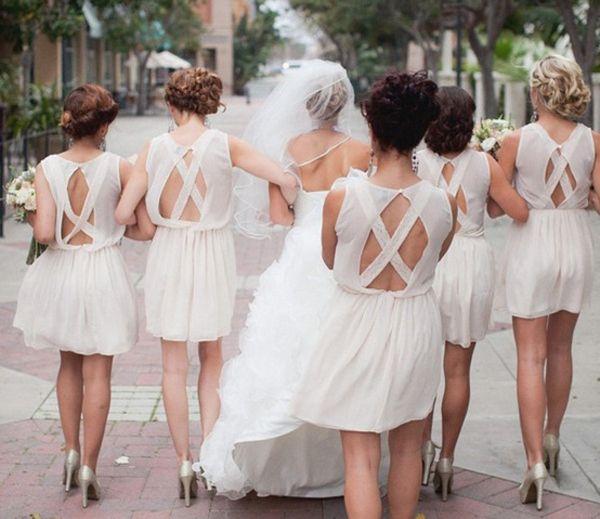 robes-blaches-pour-temoin-de-mariage-dos-nu