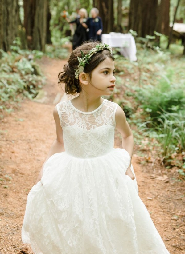 robe-fille-dentelle-blanche-pour-ceremonie-mariage