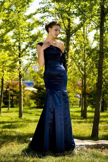 robe-longue-bleu-marine-asymetrique-fourreau-a-noeud