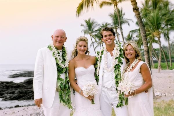 code-vestimentaire-en-blanc-pour-un-mariage-plage