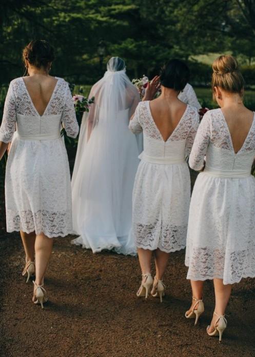 robe dentelle blanche courte dos en V pour demoiselle d'honneur