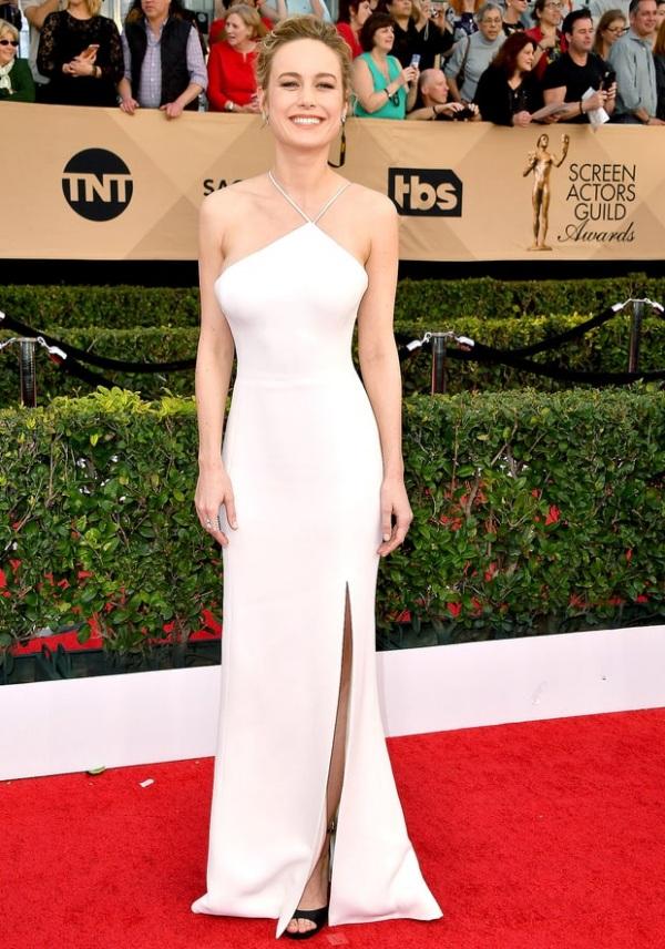 Brie Larson robe fendue blanche