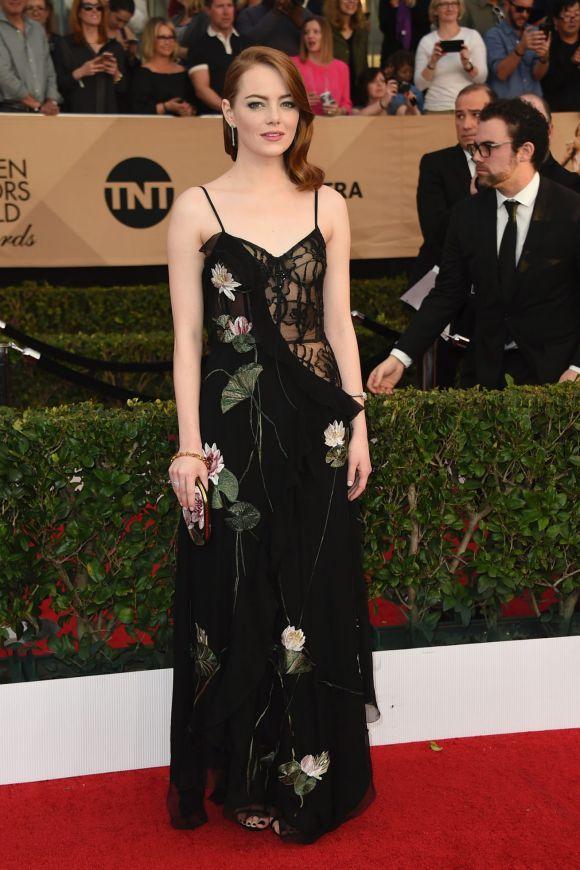 Emma Stone robe florale noire avec bretelles SAG