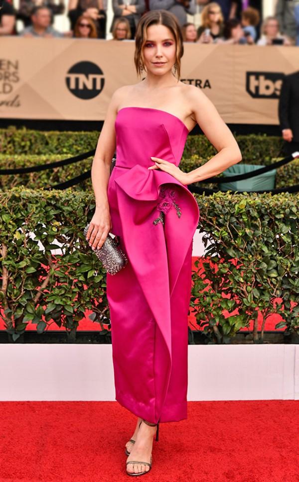 Sophia Bush dans robe au cheville fuchsia bustier