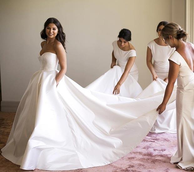 Robes demoiselle d'honneur blanches et robe de mariée avec poche