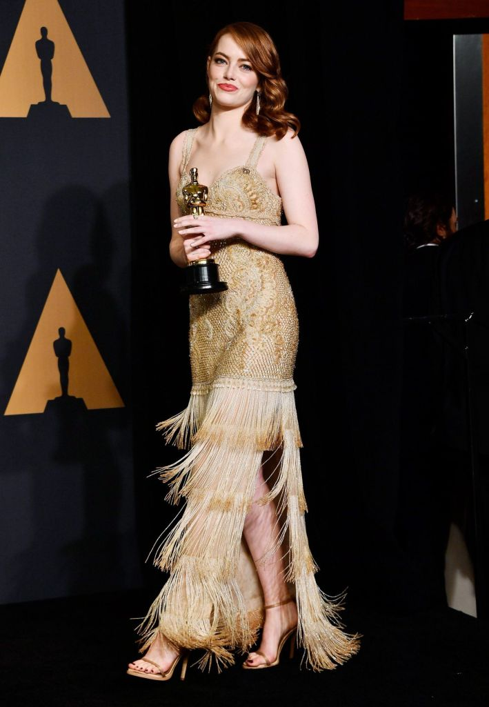 Emma Stone robe dorée fendue vintage oscars 2017