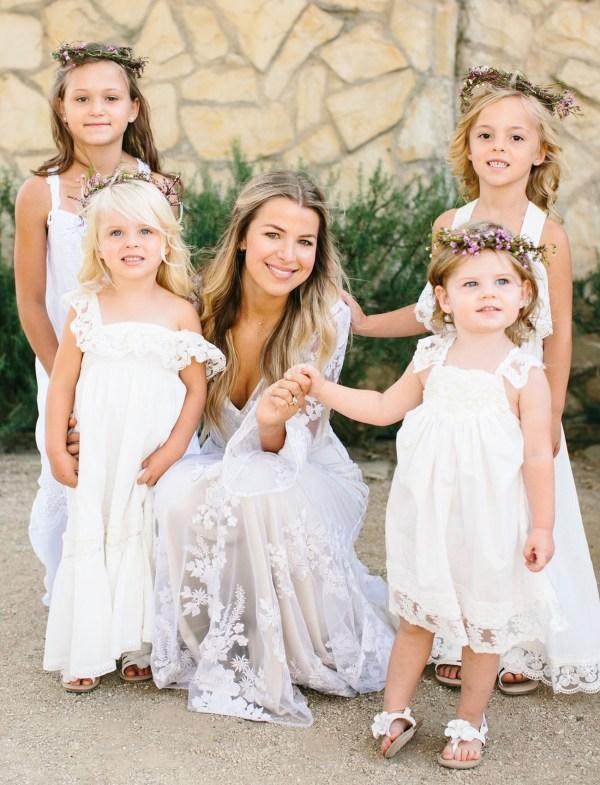 belle mariée et petites filles cortège mariage