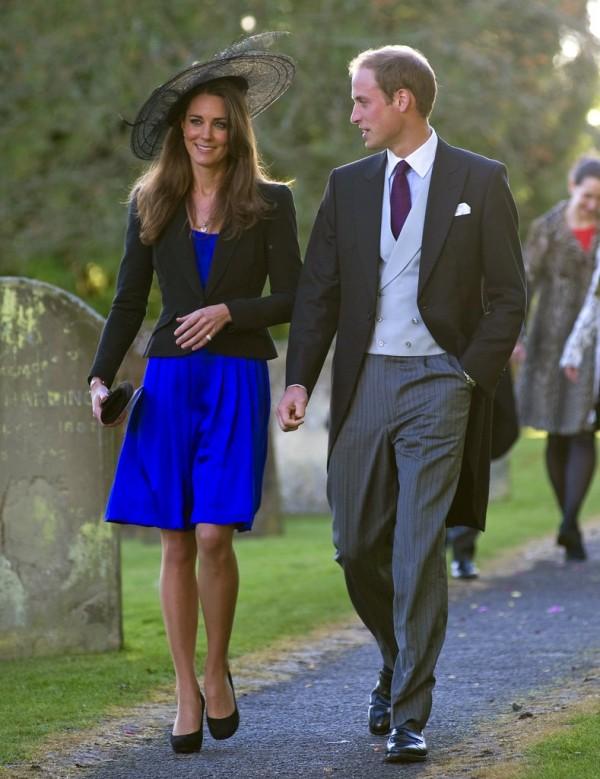 robe bleue invitée mariage de Kate Middleton