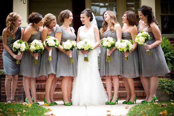 robes grises courtes pour demoiselles d'honneur