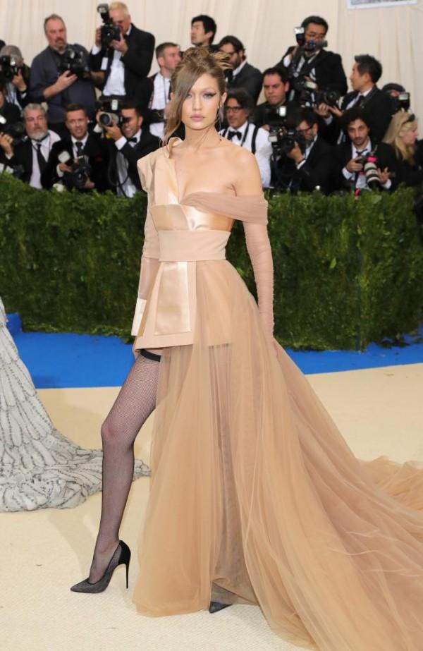 Gigi Hadid robe tulle 2017 met gala