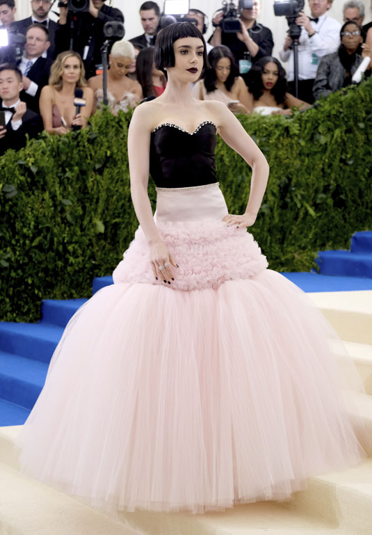 Lily Collins robe rose tulle