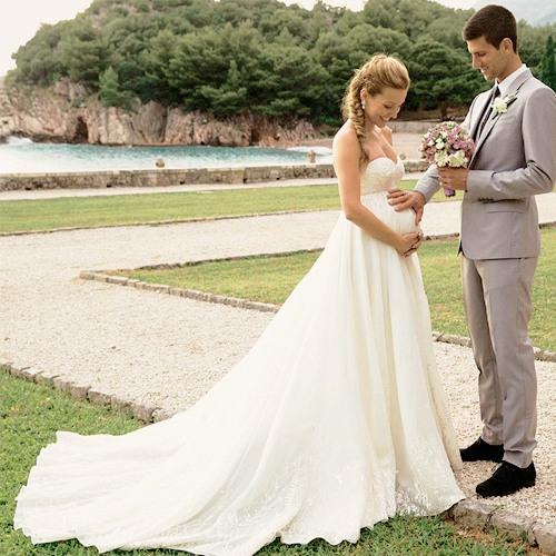 mariage djokovic femme en robe de mariée enceinte simple empire