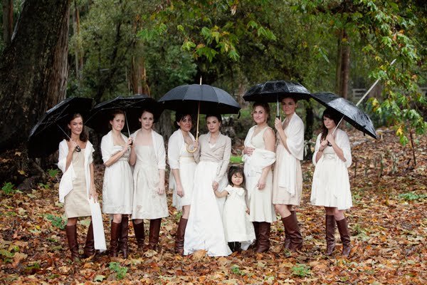 Robes demoiselle d'honneur courte en blanc pour mariage pluvieuxy