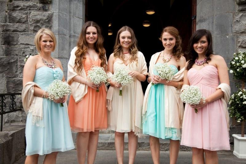 robes colorées de demoiselle d'honneur en ton pastel