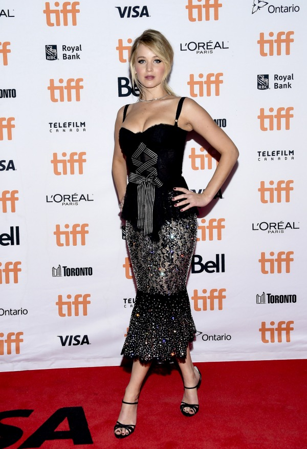 Jennifer Lawrence robe midi noire