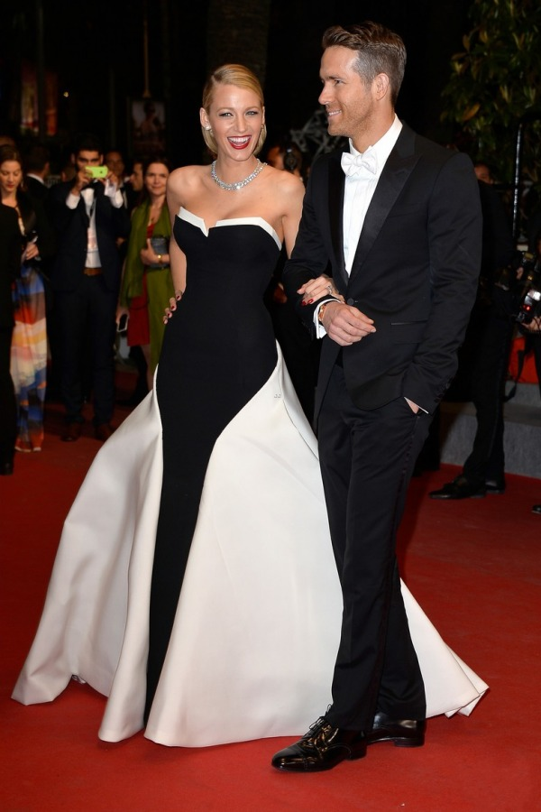 Blake Lively robe noire et banche Cannes & Ryan Reynolds