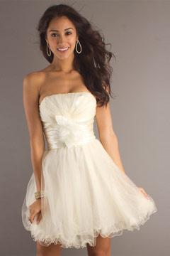 Chic robe blanche de soirée courte princesse bustier droit en tulle