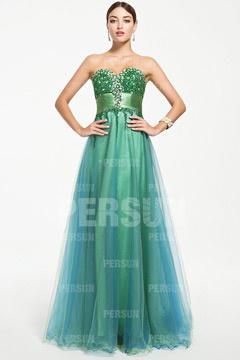 Chic robe verte emeraude longue bustier coeur ornée de bijoux pour soirée de mariage