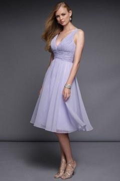Mi-longue robe lilas de demoiselle d'honneur grande taille décolleté V