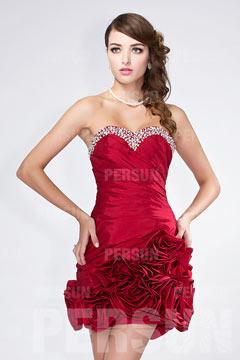 Mini robe rouge pour mariage moulante bustier coeur orné de bijoux jupe à volants