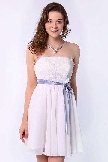 Petite robe blanche bustier en dentelle pour mariage