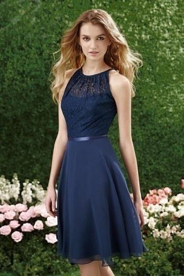 Petite robe bleu marine bustier couvert de dentelle col halter