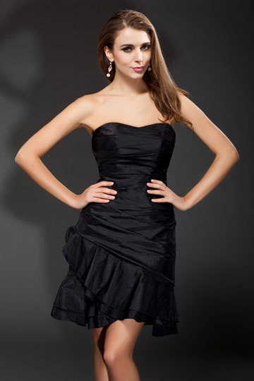 Petite robe bustier fourreau simple jupe volante en taffetas