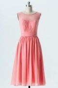 Petite robe corail pour mariage col illusion & plissée en molusseline