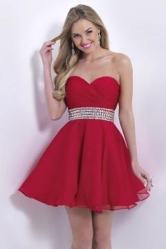 Petite robe rouge bustier cœur taille ornée de paillettes