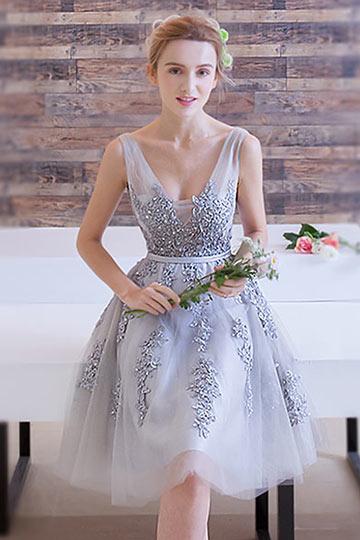 Robe demoiselle d honneur grise un choix sobre et chic for Robes de demoiselle d honneur pour les mariages de novembre