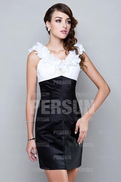 Robe bicolore noire et blanche moulante pour invité mariage
