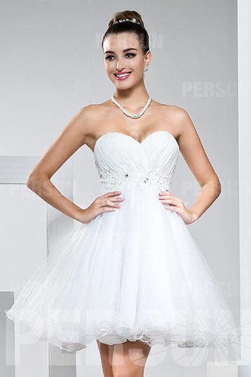 Robe blanche courte taille ceinturée bustier coeur ligne A