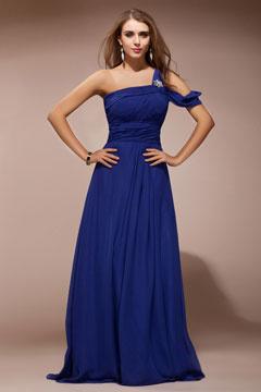 Robe bleue col asymétrique aux bijoux pour mariage mousseline