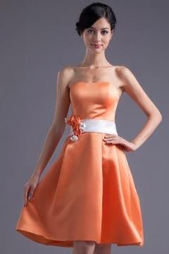 Robe courte bustier orange simple taille ornée de fleurs ligne A