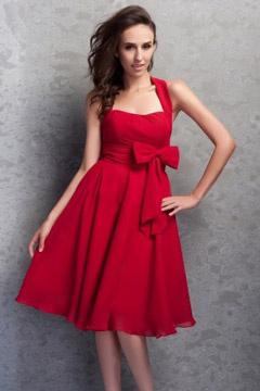 Robe demoiselle d honneur rouge courte ornée d un noeud papillon