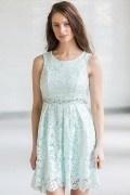 Robe en dentelle verte claire pour mariage à taille ceinturée