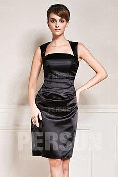 Robe noire moulante courte encolure carrée en satin élastique