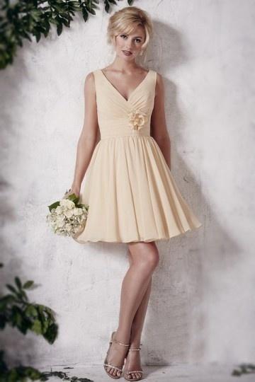 petite robe col en V sans manches  pour témoin mariage