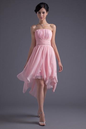 Robe rose courte taille ceinturée de bijoux à jupe irrégulière