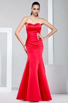 Robe rouge fourreau bustier cœur en santin jupe à sirène
