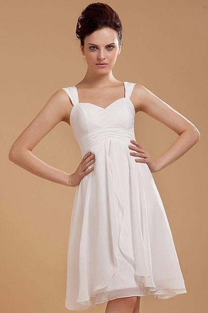 Simple robe de fiançailles blanche courte au ras du genou